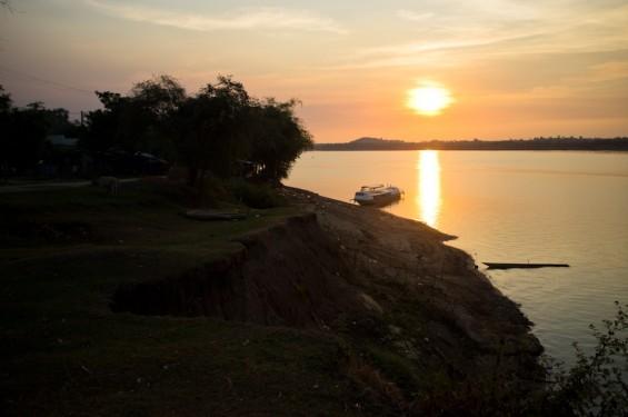 Coucher de soleil sur le Sékong- Stung Treng, Cambodge